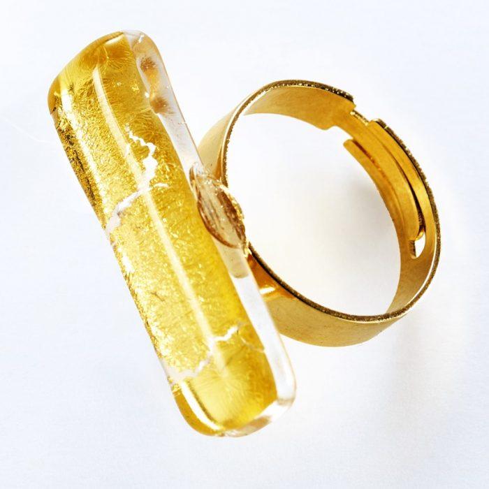 Anello rettangolare vetro e oro