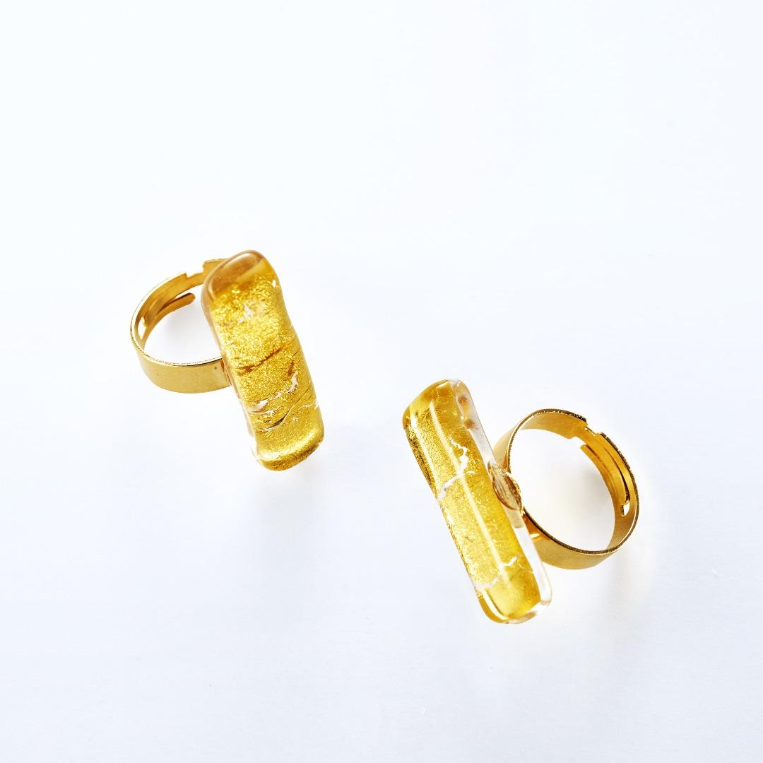 Anelli in vetro con foglia oro rettangolari